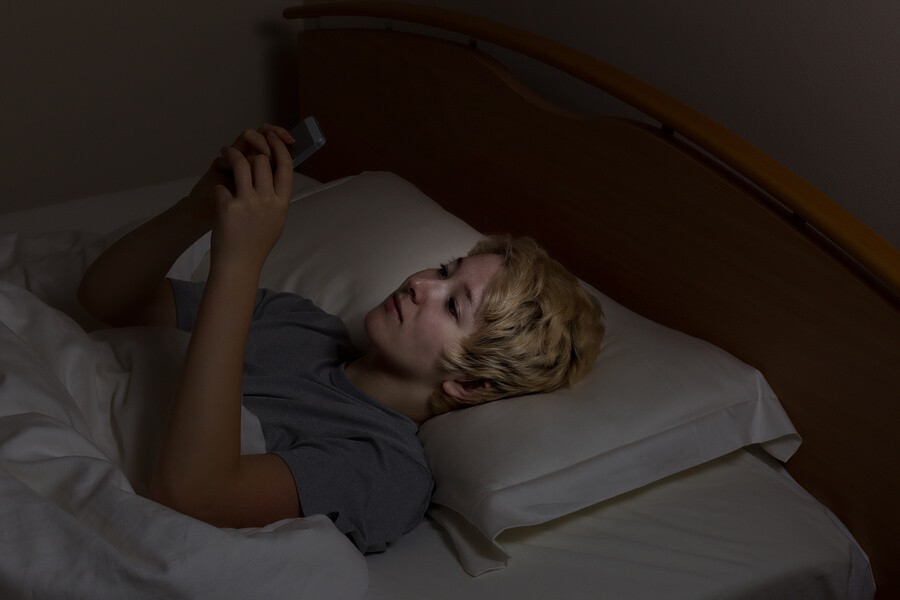 bigstock-Teen-Girl-Texting-Late-At-Nigh-107488268_optimised